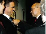 wreczenie-przez-prezesa-zw-sybirakow-kazimierza-korczynskiego-a-czerneckiemu-oznaki-honorowej-sybiraka